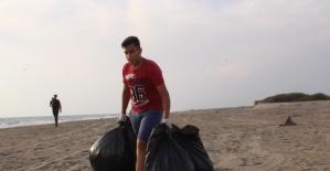 Karataş Belediyesi Akyatan' da Sahil Temizlik Etkinliği Gerçekleştirdi