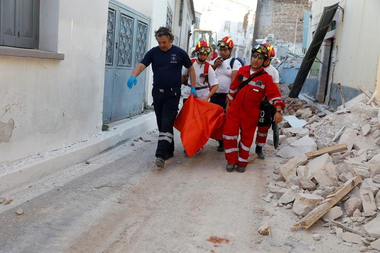 Ege'deki Deprem Yunanistan'da Can Aldı