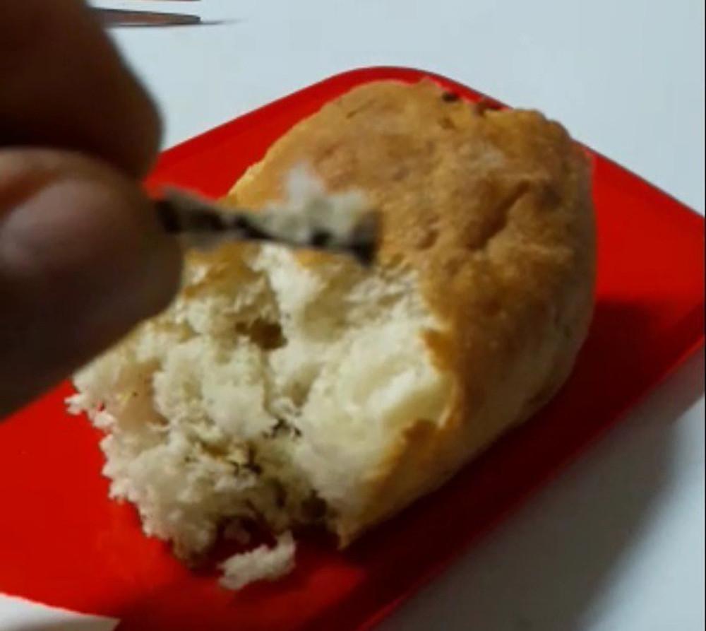 Ekmekten Çıktı, Dişini Kırdı