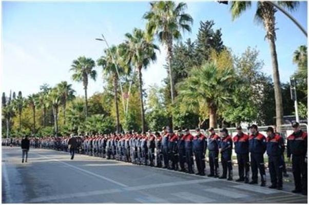 Adana'da 14 Bin Kişilik Ata'ya Saygı Zinciri
