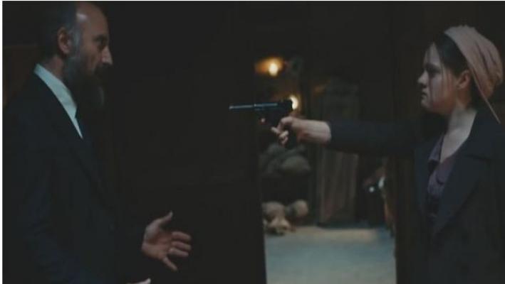 Vatanım Sensin'de Hilal Cevdet'e Silah Çekiyor