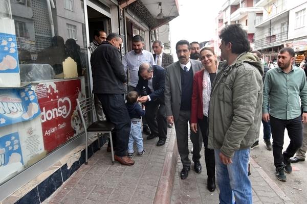 CHP'li Akay'a Sevgi Seli