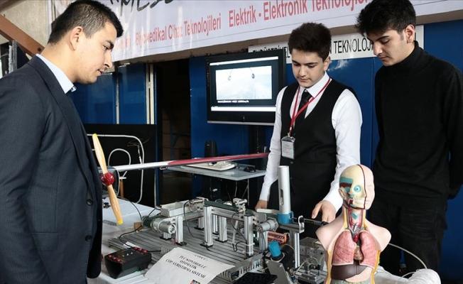 Ankara'da Meslek Liseli Öğrenciler Projelerini Tanıttı
