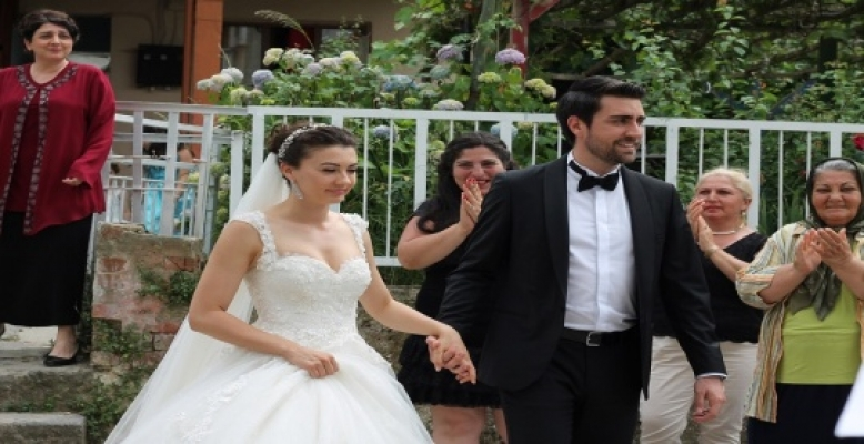 Afili Aşk 4. Bölüm Fragmanı Ayşe ve Kerem Zor Durumda