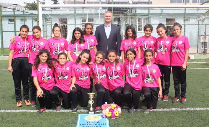 Yıldız Kızlar Futbol Takımı Şampiyon