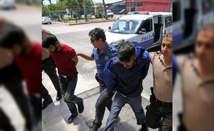 Adana'da 3 Kişi Dur İhtarına Uymayarak Polis Aracına Çarptı