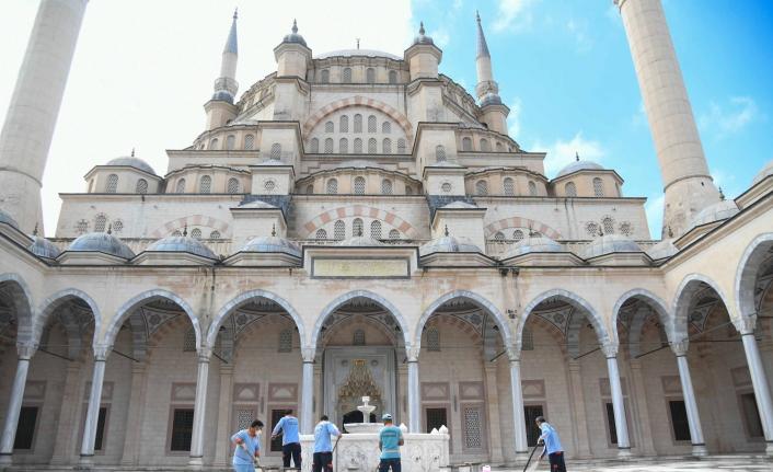 Adanalılar Hangi Camilerde Namaz Kılabilecek?