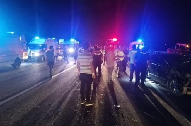Adana'da Trafik Kazası: 1'i Ağır 10 Yaralı
