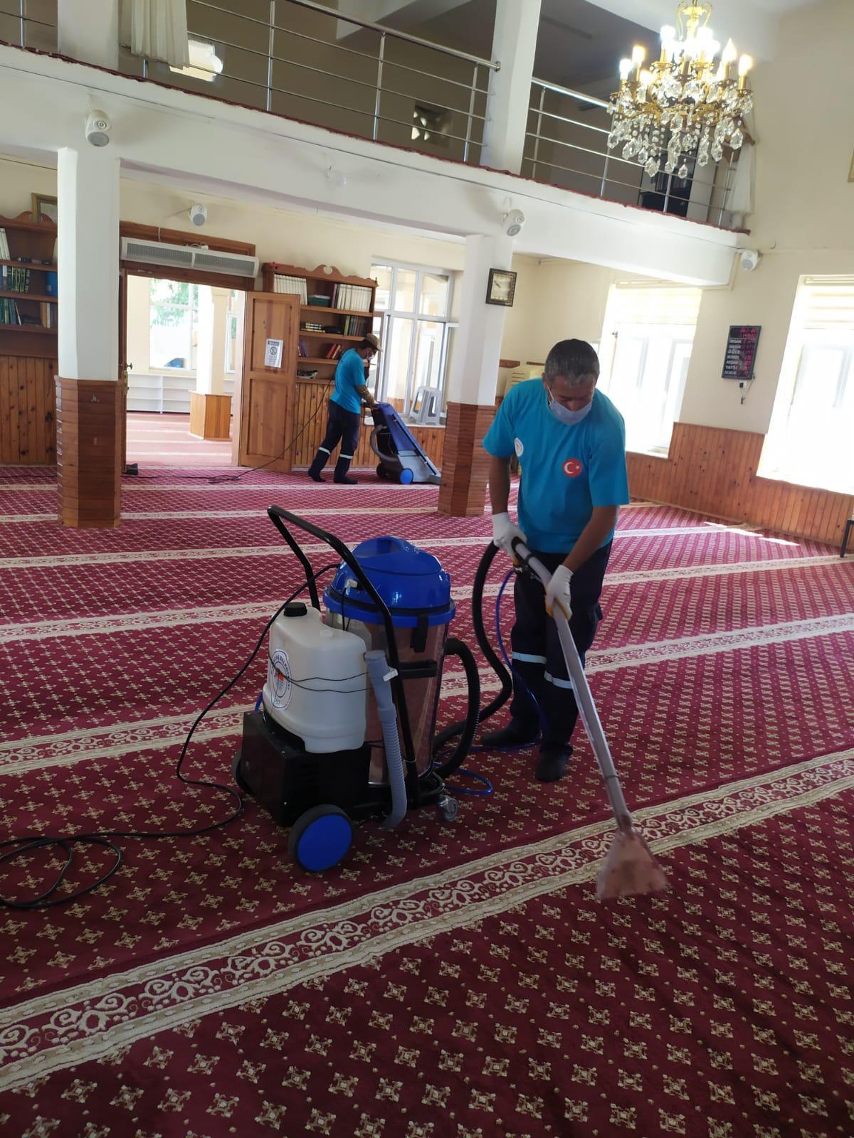 Karataş Belediyesinden İbadethane temizliği.