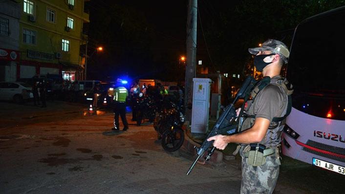Adana'da 2 Çeteye Şafak Baskını