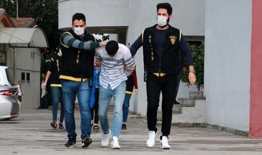 Adana'da Bıçaklı Hırsıza Tutuklama Yapıldı!