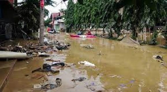 Endonezya'da Yaşanan Sel Felaketinde Ölü Sayısı Artıyor