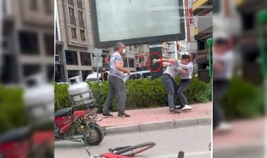 Adana'da İki Gencin Bıçaklı Kavgası Kameralara Yansıdı
