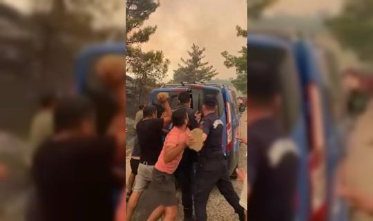 İki Kişiyi Linç Ettiler! Yangın Bölgesi Birbirine Karıştı