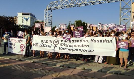 Kadınlar Vahşi Cinayete Tepki Gösterdi: Azra'ya Karşı Sessiz Kalmadık