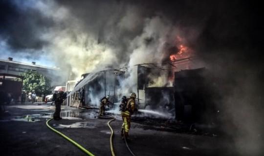 Son Dakika: İstanbul'da Korkutan Yangın! Alevler Gökyüzünü Kapladı!
