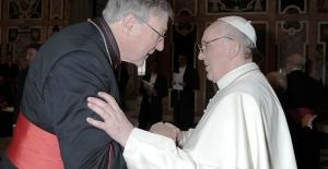 Papa'nın Üst Danışmanı Cinsel Tacizle Suçlanıyor