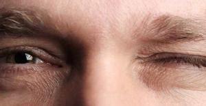 Sol Göz Kapağı Seğirmesi Neden Olur?