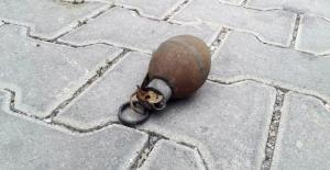 Bulduğu El Bombasını Evine Götürdü