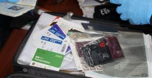 FETÖ'cülere Ait Eşyalar Amerika'ya Gönderilken  Yakalandı
