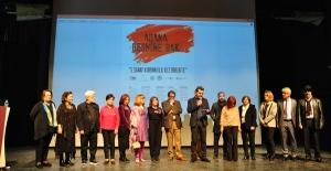 Adana'da 5 Sanat Kurumu Bir Araya Geldi, Sanat Konferansı Sundu, Karma Resim Sergisi Açtı