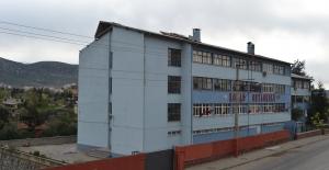 Adana'da Fırtına Esti Okulun Çatısı Uçtu