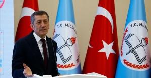 Milli Eğitim Bakanı Ziya Selçuk, Velilere ve Öğrencilere 23 Nisan Mesajı