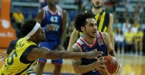 Anadolu Efes Fenerbahçe'yi Deplasmanda Devirdi