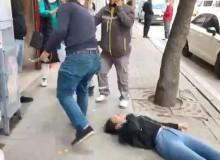 Eskişehir'de Sevgili Şiddeti! Gözü Dönen Adam Sevgilisini Sokak Ortasında Dövdü!