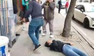 Eskişehir#039;de Sevgili Şiddeti! Gözü Dönen Adam Sevgilisini Sokak Ortasında Dövdü!