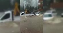 Adana'da Sel ve Hortum Hayatı Felç Etti